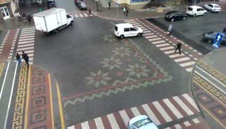 В Каменце-Подольском перекресток разрисовали под вышиванку