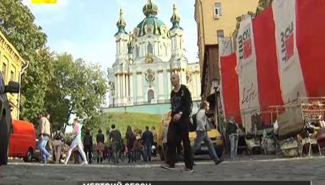 Поток иностранных туристов в Украину почти остановился