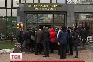 Правительство отдает обслуживания госучреждений банка с тремя банкоматами на весь Киев