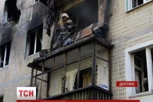"""Неспокойная ночь в Донецке: от залпа """"Града"""" загорелась многоэтажка"""