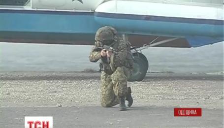 Морські піхотинці і міліція патрулюють чорноморське узбережжя біля Одеси