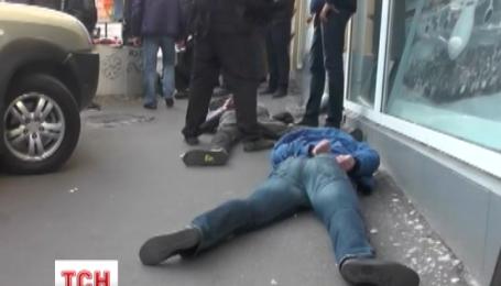 Неподалік Хрещатика міліція затримала трьох озброєних чоловіків