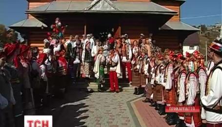 Древние свадебные обряды воссоздали на Прикарпатье