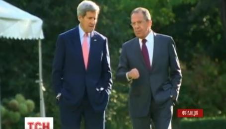 Джон Керрі та Сергій Лавров обговорили українське питання наодинці