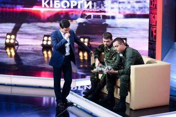"""""""Кіборги"""" запевняють, що російських танків біля аеропорту в Донецьку стає все більше"""