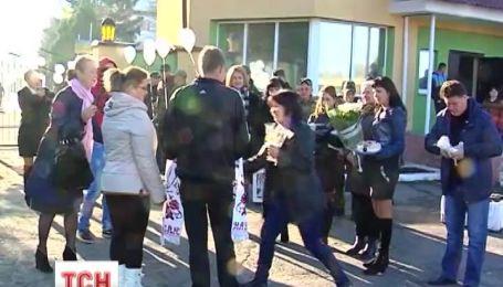 Чернівецькі волонтери влаштували весілля для бійця, який повернувся із зони АТО