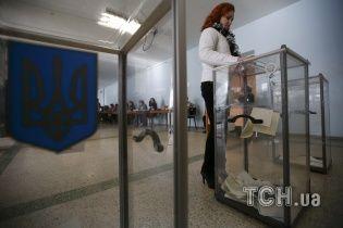 """ЦВК опрацювала більше 98 % бюлетенів: партія президента """"наступає на п'яти"""" колегам Яценюка"""