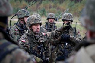 Польща перекидає своїх військових до кордонів з Україною