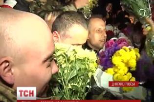 """""""Кіборгів"""" до сліз розчулив теплий прийом мешканцями Дніпропетровська"""