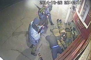 В Сети появилось видео жестоких разборок между боевиками и мирными жителями
