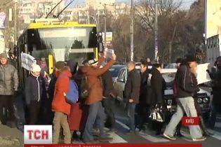 Киевляне перекрыли дорогу на несколько часов из-за отсутствия отопления