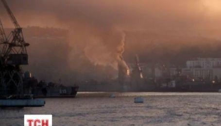 """В окупованому Севастополі загорівся російський протичовновий корабель """"Керч"""""""