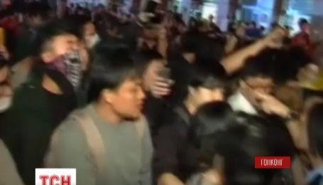 В Гонконге вновь вспыхнули столкновения между демонстрантами и полицией