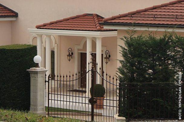 Журналист нашел в Женеве роскошный особняк внучки регионала Звягильского