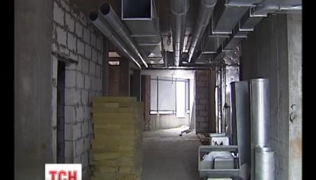"""Новому недобудованому корпусу дитячої лікарні """"Охматдит"""" загрожує руйнація"""
