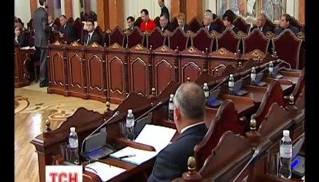 Верховный суд решил обратиться в КСУ по закону о люстрации