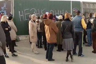 Люди Кличка незаконно забудовують берег Дніпра і забирають у киян останній доступ до пляжу