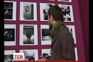 """У """"Мистецькому Арсеналі"""" відкрилася виставка чуттєвих чорно-білих фотографій Майдану"""