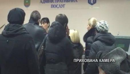 Нововведения, которое должно упростить киевлянам выдачу документов, привело к очередям и недовольству