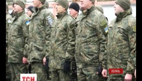 Более 200 волынских милиционеров отправились сегодня в зону боевых действий