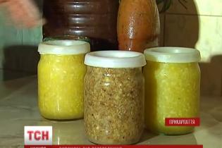 Переселенка з Криму в центрі Коломиї збирає гроші на АТО