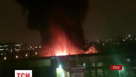 В Москве вспыхнули сразу три мощных пожара