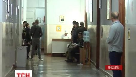 В Николаеве студенты в военном госпитале ежедневно ухаживают за бойцами