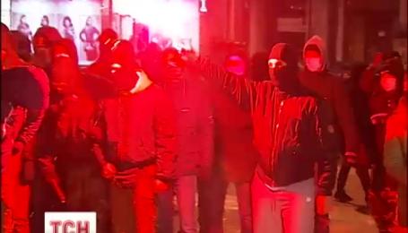 Второй день вспыхивают столкновения под дворцом Украина из-за концертов Ани Лорак