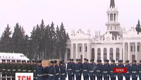 Шесть гробов с останками пассажиров Boeing-777 отправили из Харькова в Нидерланды