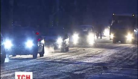 Через сніг у столиці утворились перші серйозні затори