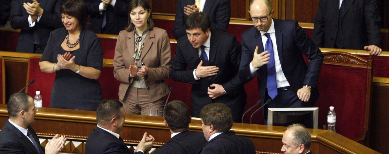 """Кабмін визначив дату заборони на виплати """"боргу Януковича"""" і дозволив найняти юристів"""