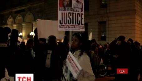 Уличные протесты против полицейского произвола вспыхнули в Соединенных Штатах