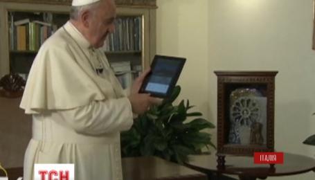 Понтифік запалив незвичайну святкову ялинку у місті Умбрія
