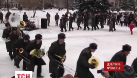 В Артемовске воины-музыки устроили жителям города настоящий праздник