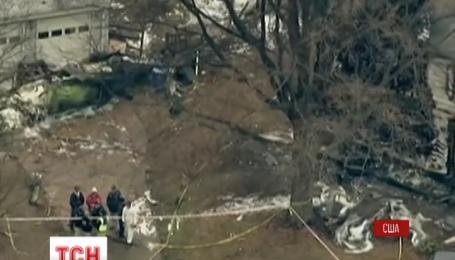 У США літак упав на житловий будинок