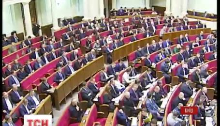 Сьогодні Рада спробує затвердити програму Кабміну і змінити кордони районів Донецької області