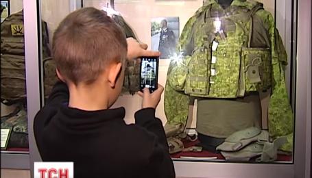 Волонтери та родичі загиблих везуть до військових галерей експонати з зони АТО