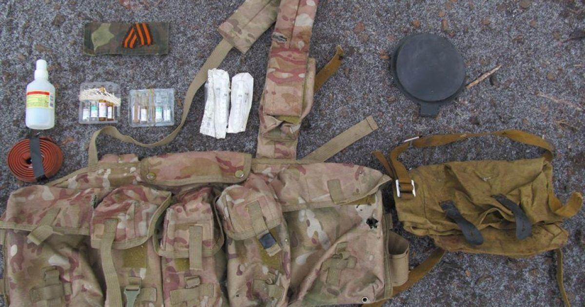 У боевиков нашли боеприпасы и шприцы
