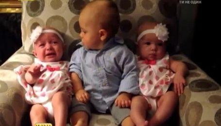 Малюка збентежило знайомство з сестрами-близнючками
