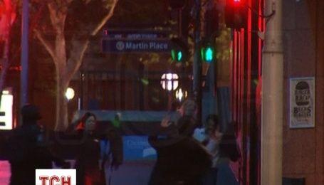 Из захваченного кафе в Сиднее сумели убежать более 10 заложников