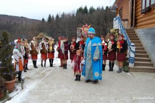 Телефоны, собаки и пижама единорога: что заказывают Святому Николаю украинские дети