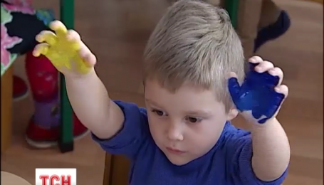 Вихованці дитячого садочку в Королівці як можуть підбадьорюють бійців