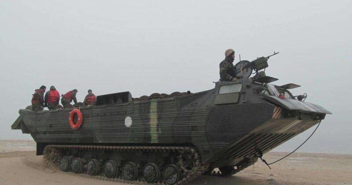 Мариупольские защитники заминировали побережье с помощью плавающего транспортера. @ facebook.com/theministryofdefence.ua
