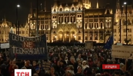 В Угорщині пройшли багатотисячні антипрезидентські протести