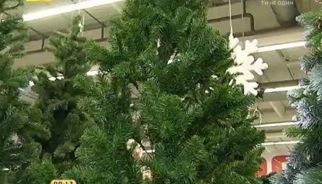 Двухметровая искусственная елка обойдется украинцам минимум в 750 гривен