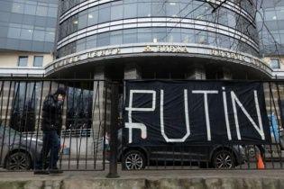 Риск дефолта России возрос из-за обвала нефти и рубля - эксперты