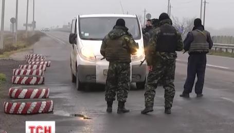 На Херсонщині посилили охорону блокпостів на трасах Донецького та  Кримського напрямку