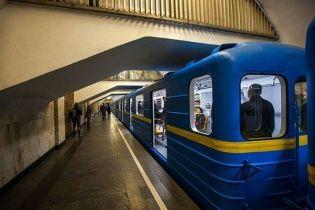 Сьогодні о 12:00 зупиняться всі поїзди київського метро