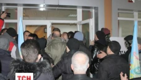 У Кривому Розі невідомі напали на офіс компанії Ахметова