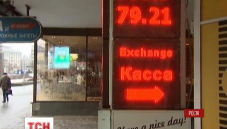 На российском валютном рынке продолжается невиданная паника